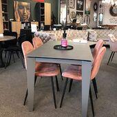 Ar žinojote, kad rožinę spalvą mėgsta romantikai? Jeigu pažįstate ROMANTIKĄ kviečiame užtaginti! ❤️🥰Nuotraukoje stalas - ARGO ir kėdės CONNY. #accantobaldai #baldai #valgomasis #valgomojostalas #valgomojobaldai #stalai #kedes #interjerodetales #baldusalonas #baldudizainas #namams #idejosnamams #ikvepimas #vilnius #kaunas #klaipeda #šiauliai #spalvos #romantikams #rožinė #valgomasisstalas #modernusbaldai