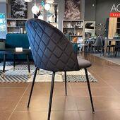 NAUJIENA! 😱🥰 Juodu veliūro audiniu apvilkta kėdė su koriuko nugarėle. Lengvai priderinama daugelyje interjerų👌#accantobaldai #baldai #kėdė #valgomojobaldai #baldaiinternetu #valgomasis #valgomojokėdė #juoda #aksomas #veliūras #modernusbaldai #modernusdizainas #namams #idejosnamams #ikvepimas #dizainas #stilius #ogmiosmiestas #niccentras #minijosbalducentras